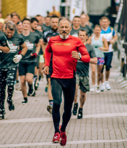 old man running in race
